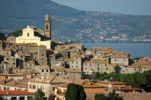 Centro storico di Bracciano con vista di Trevignano Romano