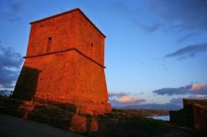 tramonto rosso alla torre di Portopalo