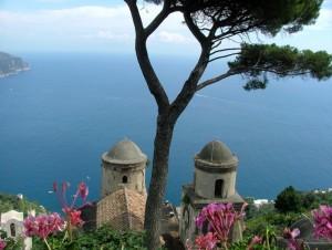 Uno sguardo da Villa Rufolo