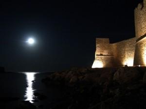 La luna splende sul castello