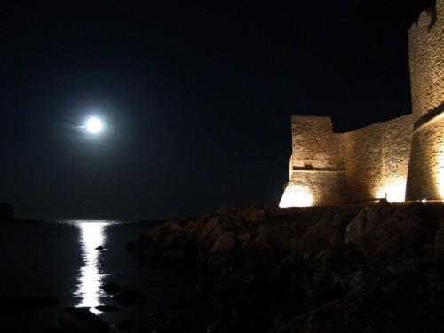 Isola di Capo Rizzuto - La luna splende sul castello