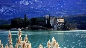 Castello sul lago di Massenza