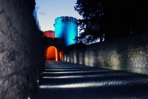 Notturna viale e torrione di fortificazione Contessa M. Di Canossa