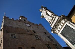 Il Palazzo Pretorio….dalla statua del Datini