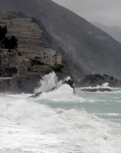 Monterosso al Mare - La torre che resiste alle mareggiate