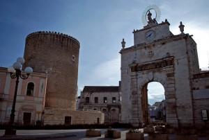 Torre ed arco vicine vicine - Bitonto