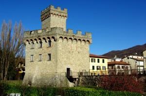 …quello che rimane delle mura di Firenzuola con la sua Rocca…