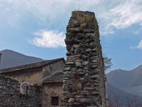 Sparone - un abbraccio di pietra.