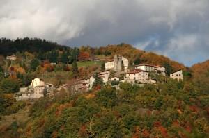 Un borgo tra i colori dell'autunno