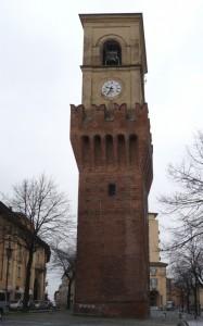 La Torre Civica (1390) con torre campanaria