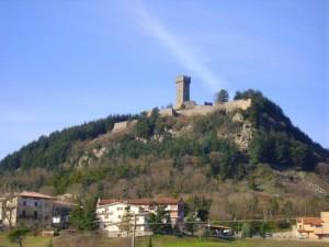 La Fortezza che domina sul paese