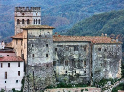 Roviano - Roviano, castello indecente