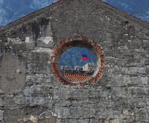 le mura, dal rosone della chiesa terremotata