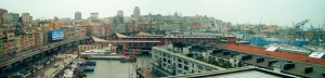 Veduta dall'alto sul porto di Genova