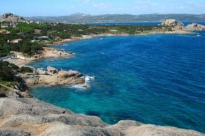 La costa di Baia Sardinia