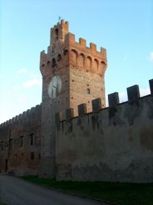 Castello di Oliveto: la Torre dell'Orologio