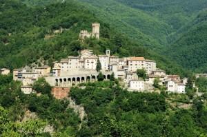 """""""Arquata del Tronto """"  il Castello la sorveglia"""