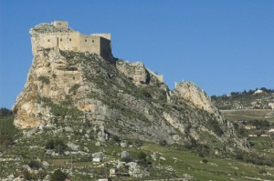 Il castello e la roccia