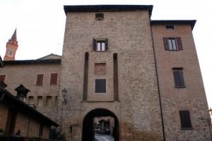 Savignano, ingresso al borgo castello