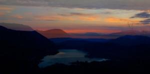 Lago di castel San Vincenzo all'alba