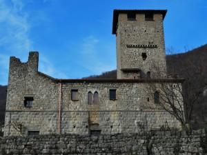 Il castello, lato valle