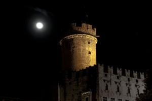 La luna veglia il castello