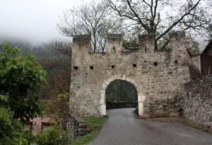 la porta del castello di Tirolo