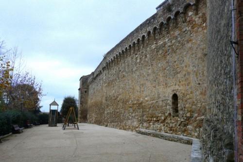 San Quirico d'Orcia - le mura di san quirico