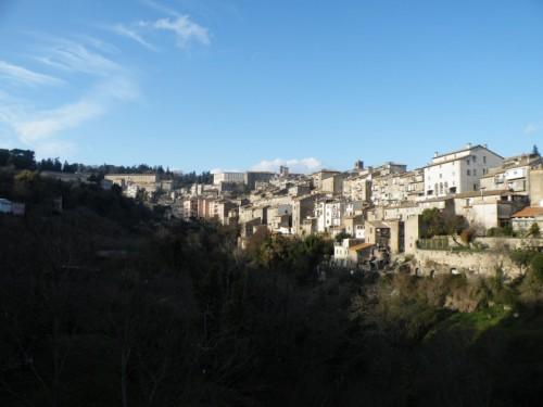 Caprarola - giu dalla valle