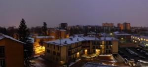 Panorama urbano, crepuscolare e nevoso