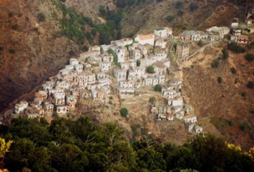 Roccaforte del Greco - il paese fantasma di roghudi vecchio