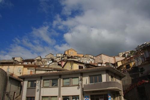 Soriano Calabro - Case su case fino alla chiesa