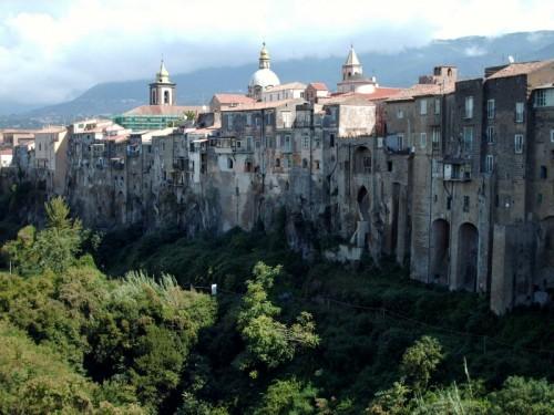Sant'Agata De' Goti - case sul costone