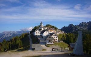 Il Santuario che veglia su tre popoli