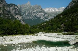 Laghetto dalle acque cristalline in Val Masino