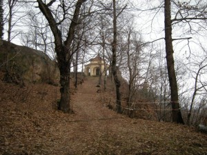 bosco e cappella nel parco del Sacro Monte di Belmonte, comune di Valperga