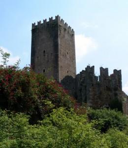 La Torre e i resti del Castello Caetani