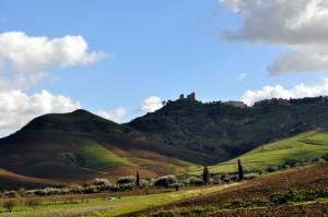 Mazzarino, salendo dalla Valle del Braemi