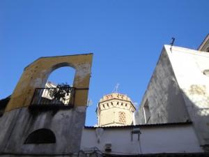 Archi,rette,diagonali,imbuti,antenne,parabole,finti balconcini…torri colombaie…