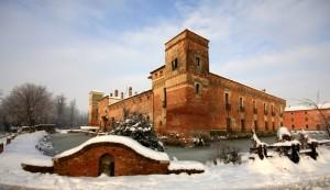 il castello di Padernello con la neve