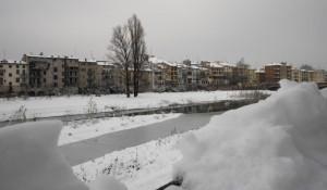 """La neve sul torrente e sui tetti di """"Parma vecchia"""""""