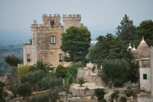 il castel Giulia vicino vicino ai trulli