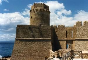le castella, la rocca aragonese sul piee dello Stivale