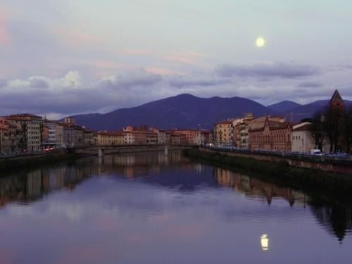 Pisa - Quando la Luna sorge al tramonto del sole