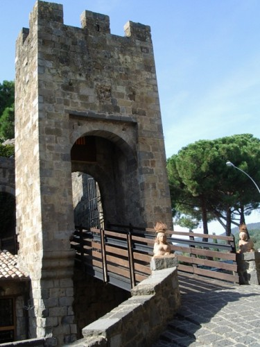 Bolsena - La porta del castello