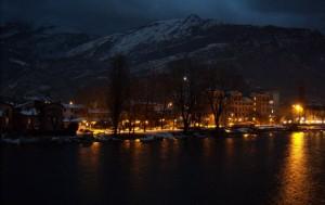 La sera Bianco Natale a Pescarenico frazione di Lecco.