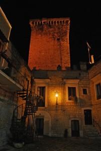 luce fioca sulla torre di Rutigliano