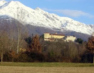 il bellissimo castello che si erge alle spalle di Valperga