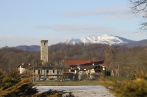 Baraggiola, torre medioevale e Mottarone