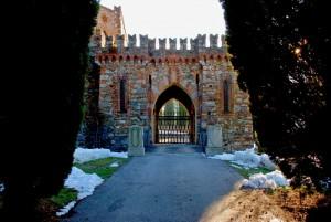 Ingresso Castello di Monguzzo con ponte levatoio
